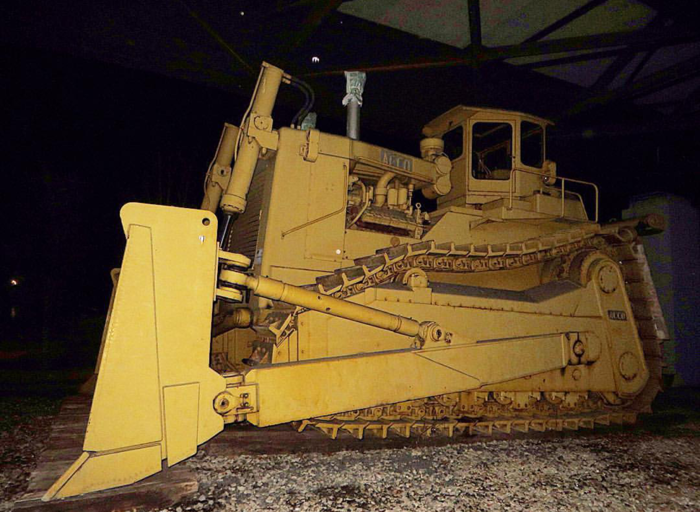 Biggest Bulldozer Made : Acco bulldozer pushysix